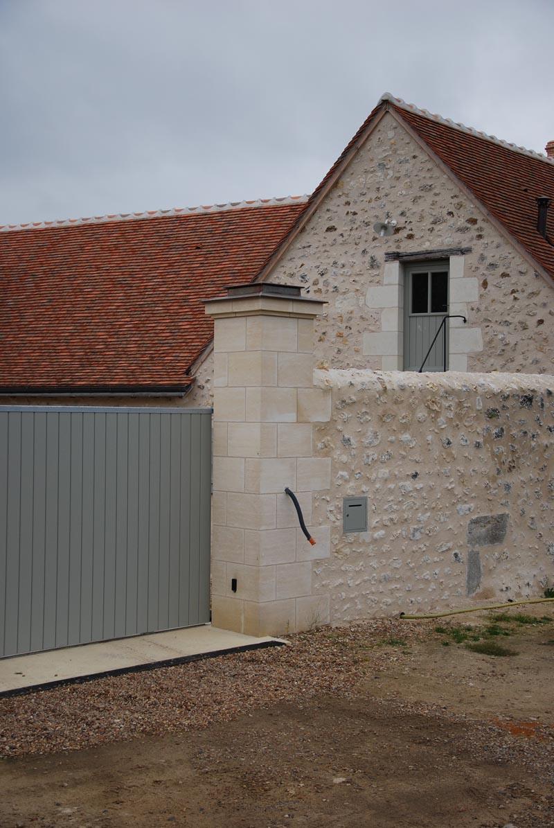 Construction de pilier de portail et cl ture en pierre de for Mur de cloture en pierre