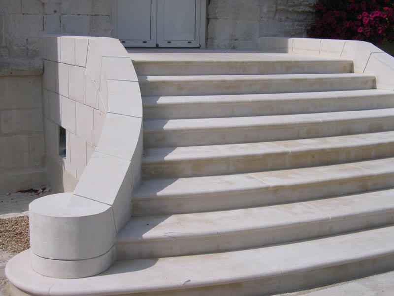 Construction d 39 escalier ext rieur en pierre naturelle for Construction escalier exterieur beton